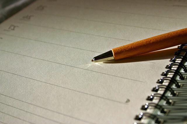 регистрация договора аренды квартиры Ручка с тетрадкой