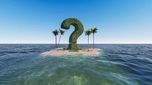 Задать вопрос юристу. Знак вопроса на фоне моря.