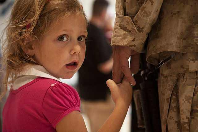 Алименты с военнослужащего по контракту, военный с дочкой