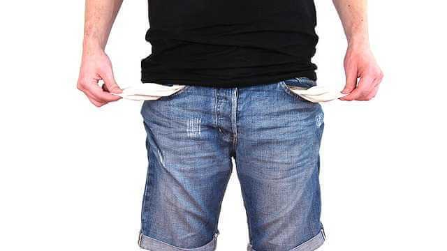 Покупка квартиры в рассрочку у застройщика, вывернутые карманы на брюках