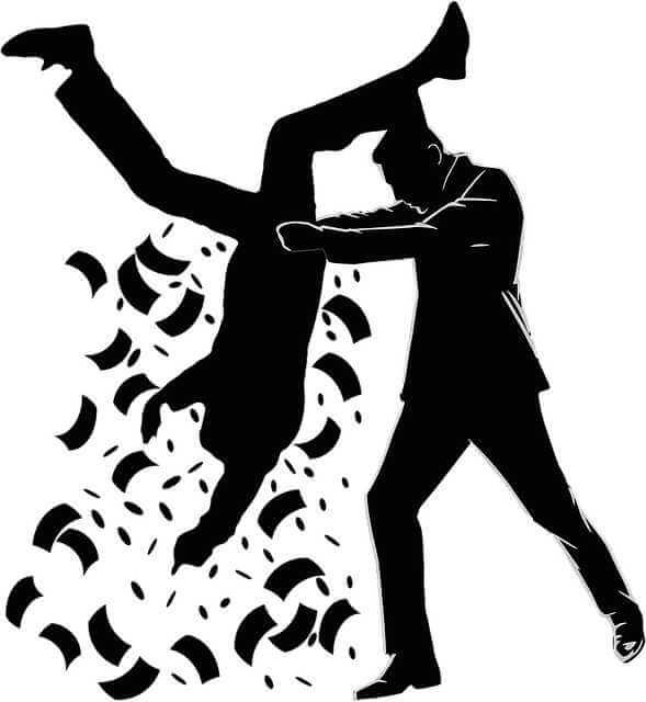 как продать квартиру не платя налог, человек трясет другого человека
