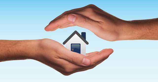 Продажа квартиры через агентство недвижимости, дом в ладонях