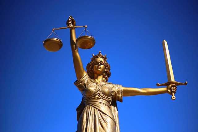Взыскание алиментов в судебном порядке, весы, правосудие