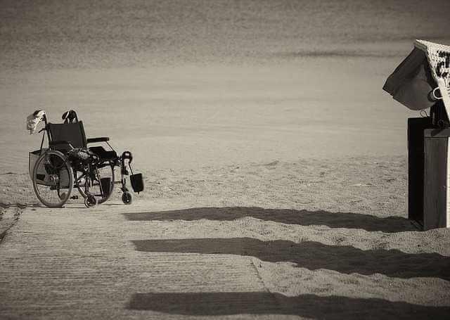 Алименты на ребенка-инвалида после 18 лет, инвалидная коляска на пляже