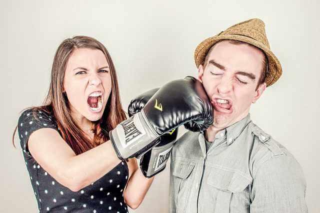 исковое заявление об изменении порядка взыскания алиментов образец, женщина бьет перчаткой мужчину по лицу