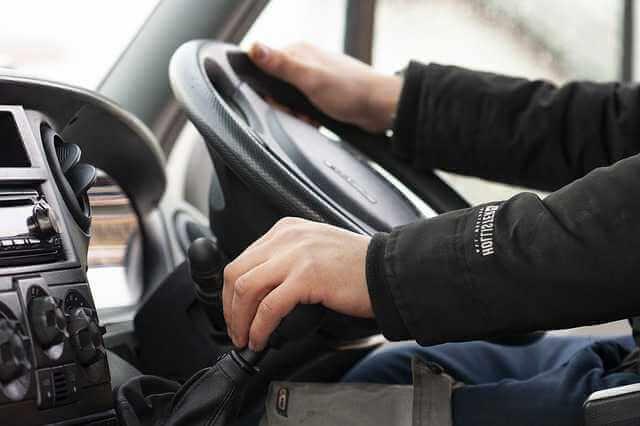 Лишение водительских прав за неуплату алиментов, водитель за рулем