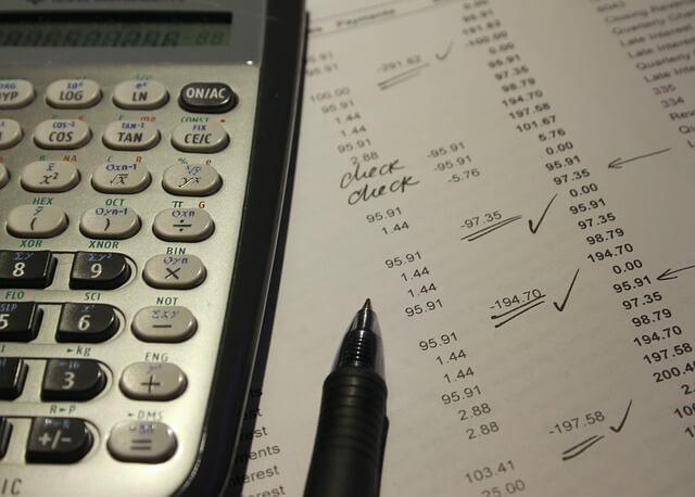 налоговый вычет при продаже квартиры, калькулятор,ручка,листок, расчеты