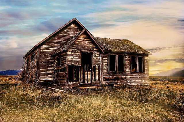 Приватизация аварийного жилья, старый дом