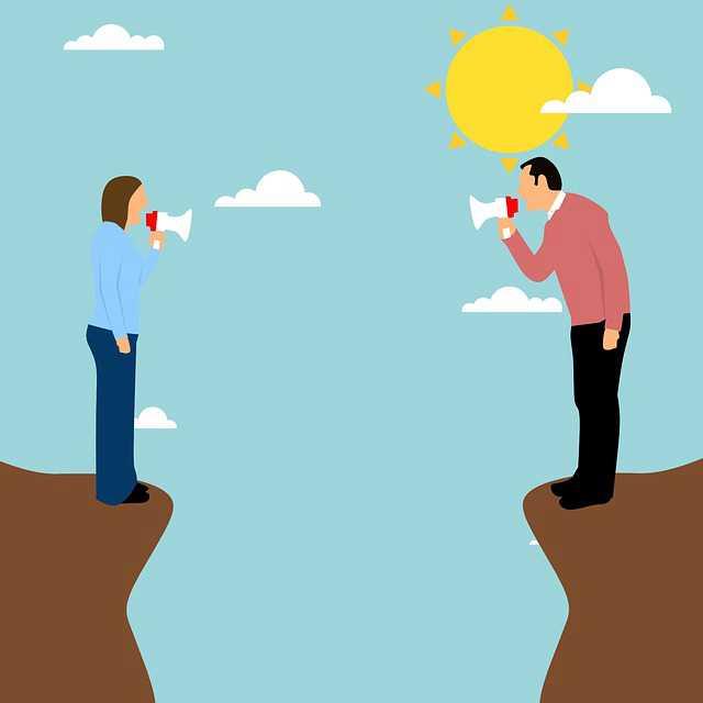 расторжение договора купли-продажи квартиры, мужик и женщина орут друг на друга