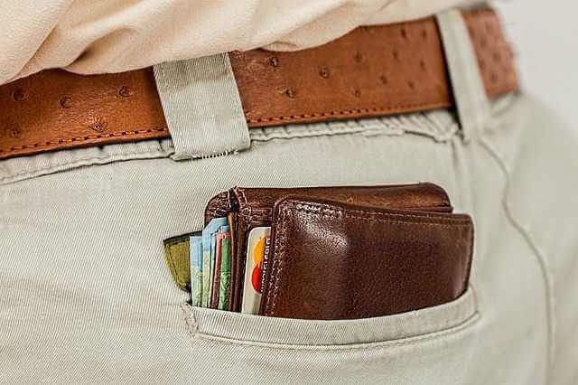 Может ли отец подать на алименты, кошелек торчащий из кармана