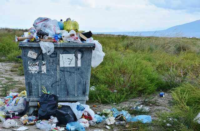 Как законно не платить за вывоз мусора, полный бак с мусором