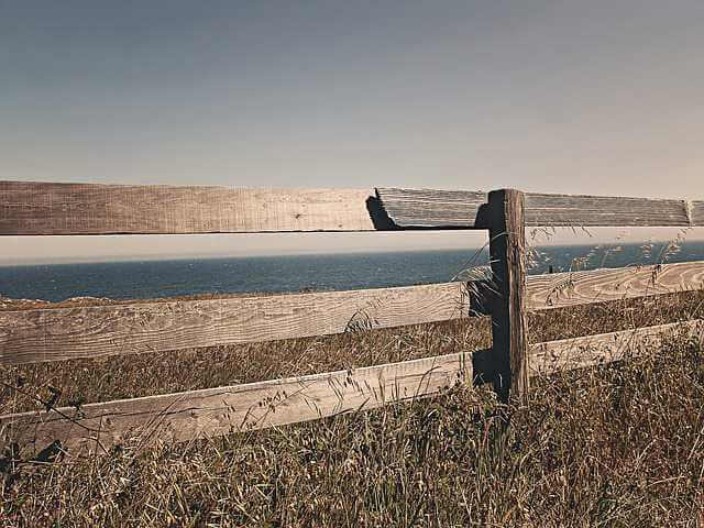 Нормативы придомовой территории многоквартирного дома, деревянный забор