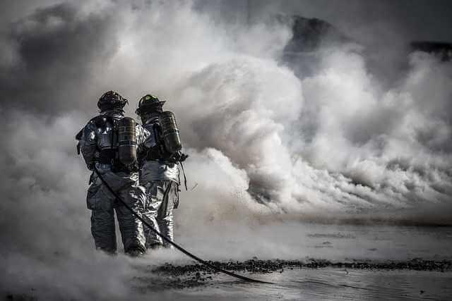 Расторгнуть договор на обслуживание счетчиков воды,пошарники тушат пожар много воды
