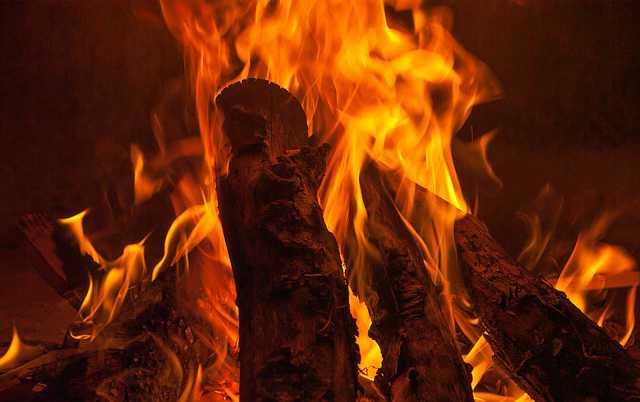 Вернуть деньги за отопление, огонь, горят дрова