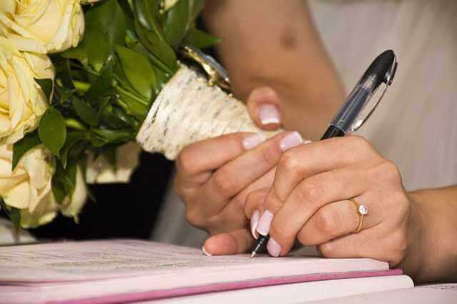 как признать брак недействительным, невеста подписывает свидетельство о браке