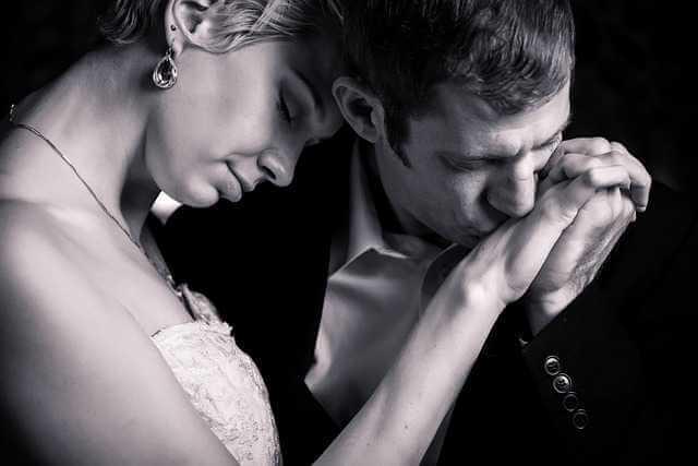 Нужно ли согласие супруга на дарение квартиры, муж жене целует руку