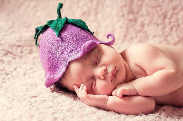 подарить квартиру несовершеннолетнему ребенку,младенец спит в шапке