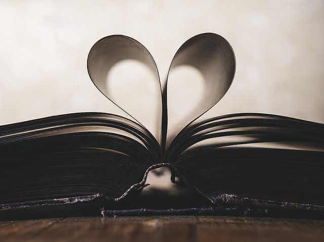 Электронная закладная по ипотеке, сердечко сделанное из листов в книге