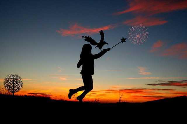 Нецелевая ипотека,девочка на фоне зари машет волшебной палочкой
