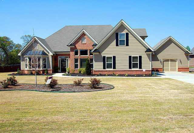 Что значит обременение на квартиру, дом на красивой лужайке