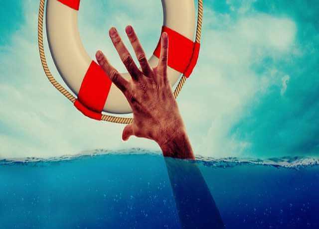 Номинальный счет Сбербанка, рука, вода и спасательный круг