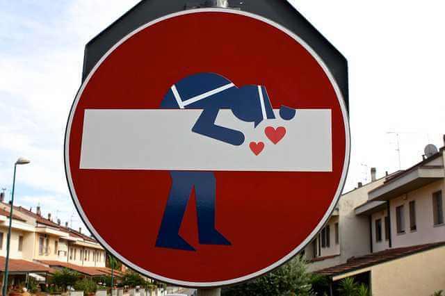 Отказаться от одобренной ипотеки в Сбербанке, знак стоп с человечком и сердечками