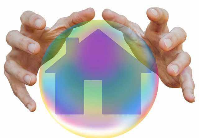 Созаемщик по ипотеке, руки над домом