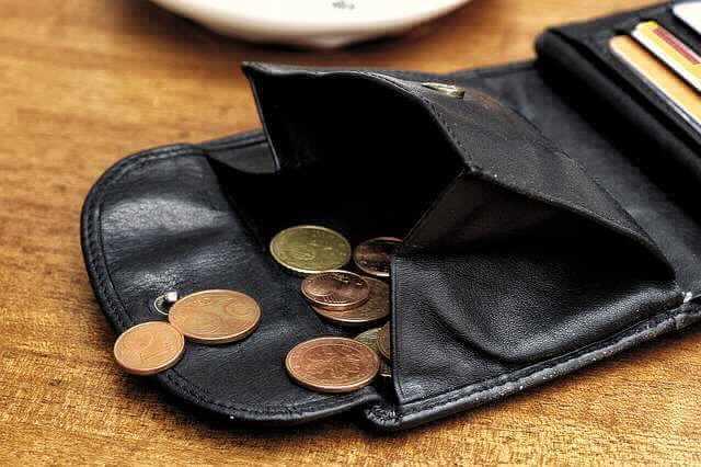 Выгодно ли гасить ипотеку досрочно,открытый кошелек с высыпанной мелочью