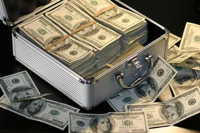 взять ипотеку в сбербанке на вторичное жилье, чемодан полный денег