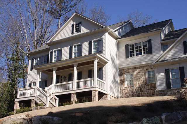 Ипотека на строительство дома от Сбербанка, красивый дом на холме