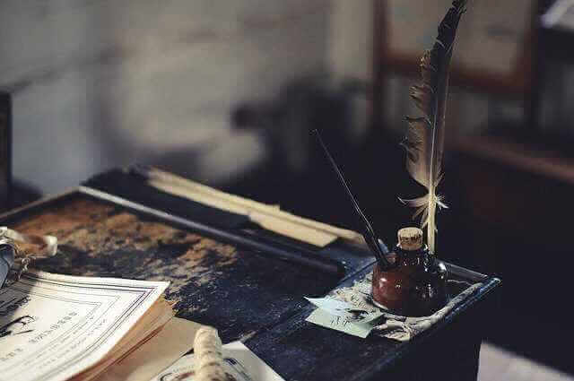 Справка по форме банка Сбербанк для ипотеки, письменный стол, чернильница и перо, так же много бумаги