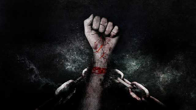 ВТБ ипотека Победа над формальностями, цепи и рука вырывающийся на свободу