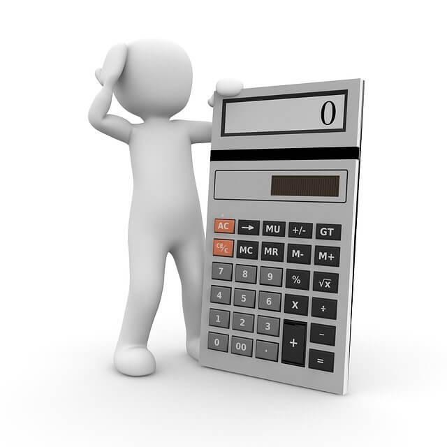 онлайн калькулятор втб 24 ипотека, человечек стоит и чешет голову смотря на калькулятор
