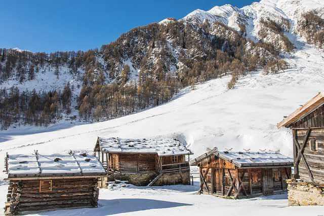 Сельская ипотека в Сбербанке, домик в сопках в снегу