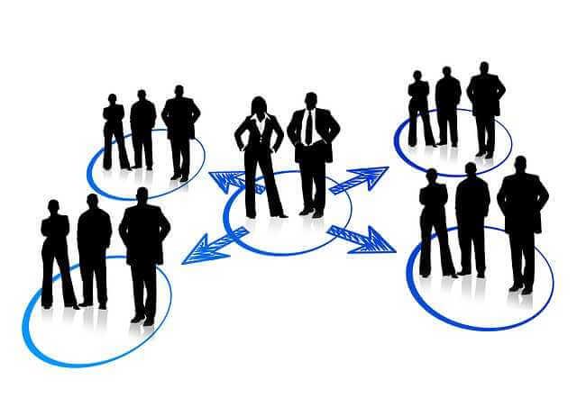Аккредитованные страховые компании ВТБ 24, стрелки из центра в разные стороны