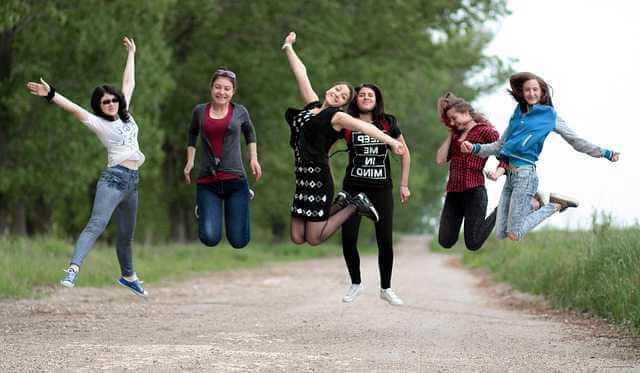 Ипотека по двум документам в банке ВТБ, девчонки прыгают от радости