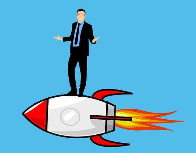 обязан ли работодатель предоставить отпуск, человек стоит на ракете и разводит руками