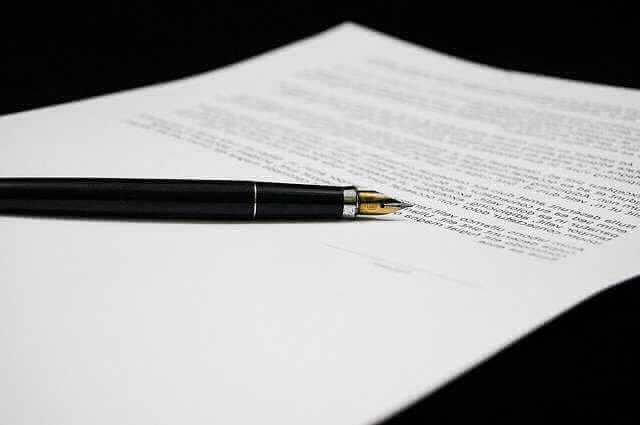справка по форме банка Россельхозбанк, бумага и ручка