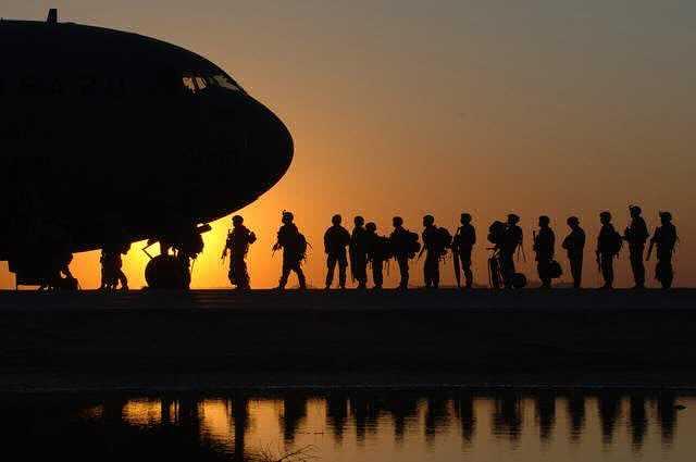Военная ипотека в Россельхозбанке, военные выстроились в очередь в самолет