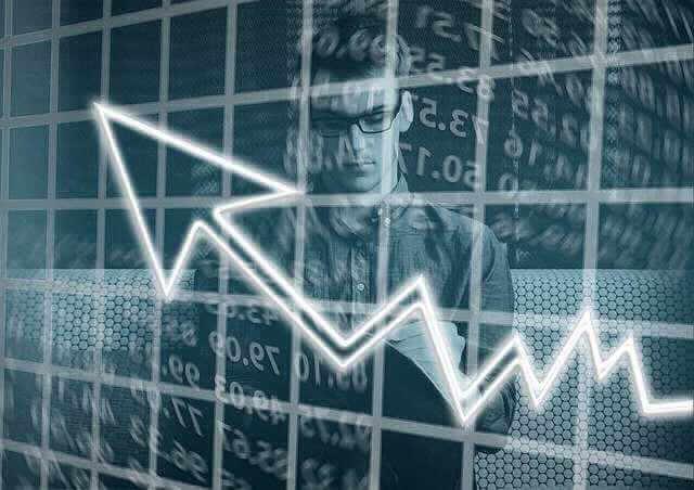 Реструктуризация ипотеки в ВТБ, стрелка вверх на фоне цифр