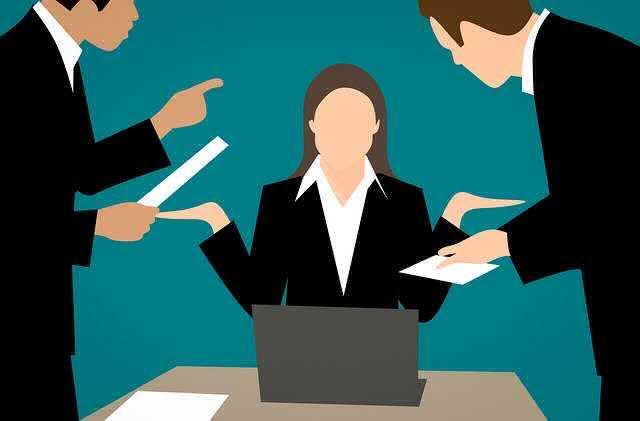 Взыскание материального ущерба с работника, люди подают заявление девушке и возмущаются