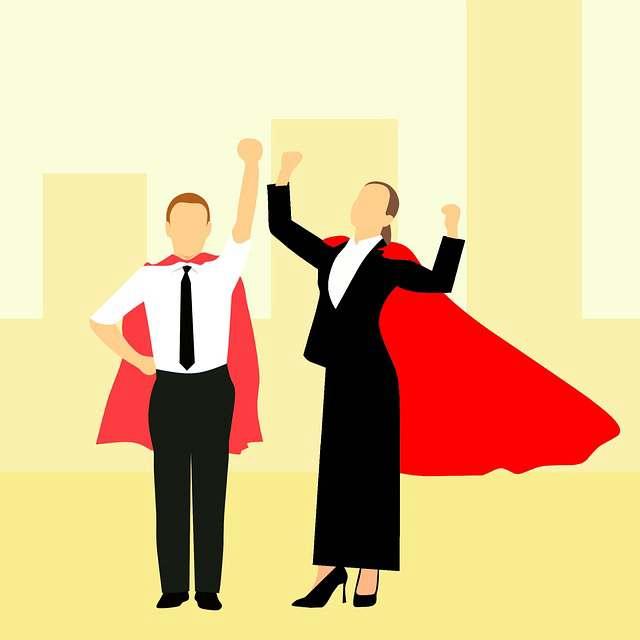 ипотечные каникулы Сбербанк, мужик и девушка подняли руки в верх
