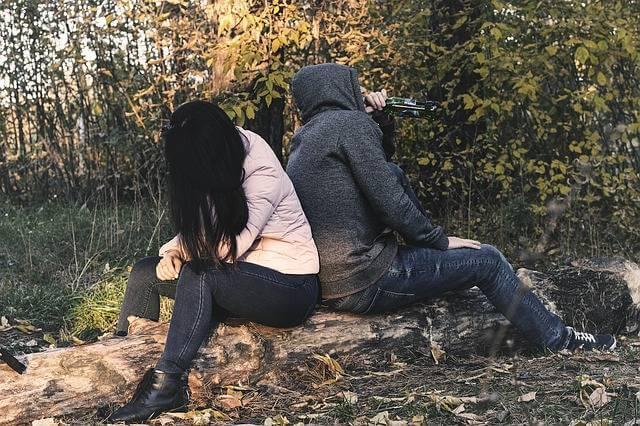 Материнский капитал при разводе, пара поссорилас и сидят спиной друг к гдугу