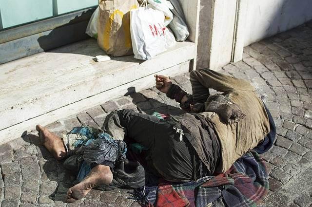 Акт обследования жилищно-бытовых условий, бомж влежит на улице
