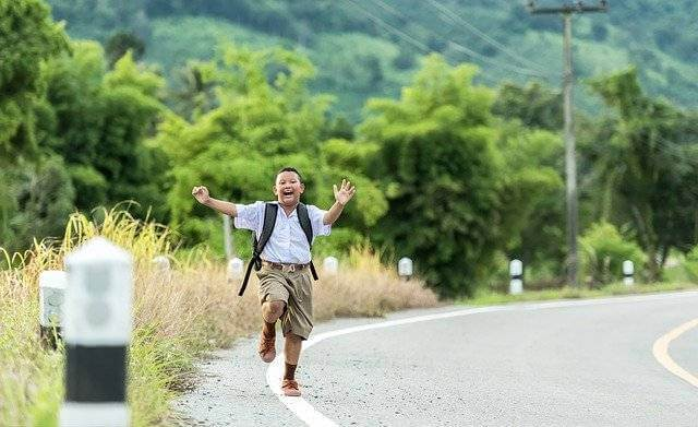 Образец заявления на получение субсидии на приобретение жилья,мальчик радостный бежит по дороге