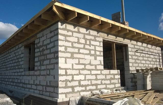 Что считается самовольной постройкой, стройка дом на участке